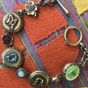 This is a sweet Lucky Brand bracelet